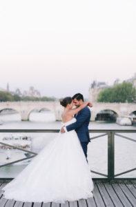 mariés sur pont des art